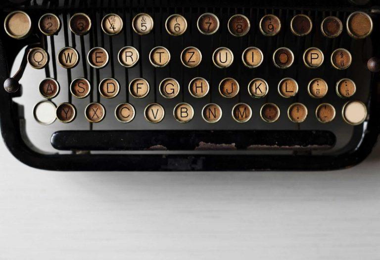 typewriter maquina de escribir negra oxidada antigua vintage